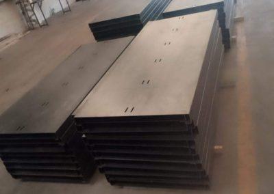 preparando en taller estructuras metalicas