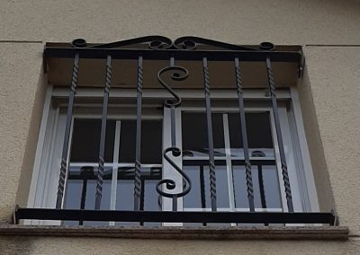 cierre hierro seguridad ventana